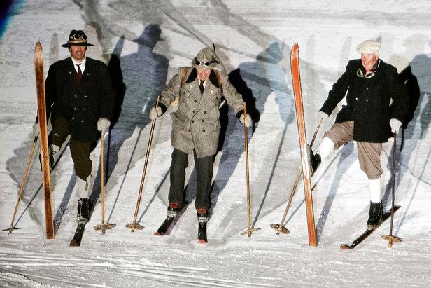 Ski Show w Sankt Anton: narciarze w strojach sprzed wieku - ©TVB St. Anton am Arlberg