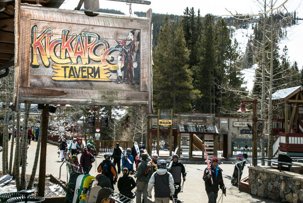 Crowds flocking to the Kickapoo Tavern for aprés. - ©Liam Doran