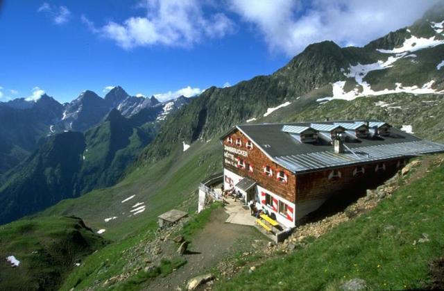 Bremer Hütte zur Innsbrucker Hütte (Höhenweg Etappe 7)