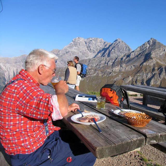 Liechtensteiner Panoramaweg, 1. Etappe