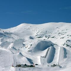 Half-pipe, rails, kickers... les snowparks deviennent de véritables terrains de jeux pour snowboarders aguéris ou novices