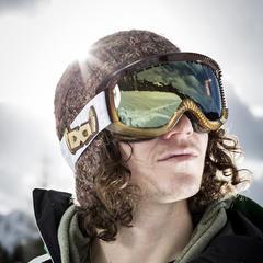 Für Freeskier und Snowboarder ist die Brille mehr als nur Style-Objekt - ©Glorify | shootandstyle.com