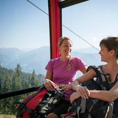 Mit der Gondel fährt es sich ganz entspannt in die schönste Bergwelt - ©Jens Schwarz