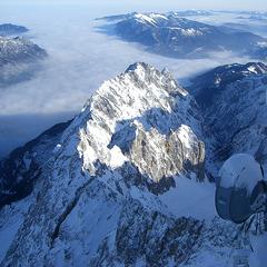 Die Wetterstation auf der Zugspitze konnte zuletzt viel Neuschnee verzeichnen. - ©Between a Rock - Flickr