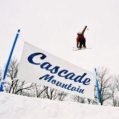 Cascade air skier