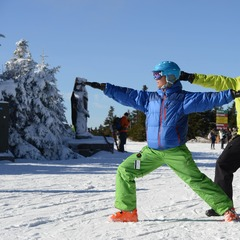 Skiers can stay flexible with Yoga On-the-Snow. Photo: Hubert Schreibl / Courtesy of Stratton Mountain.