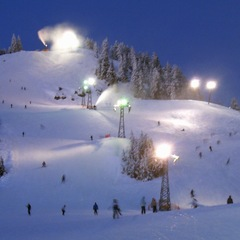 Grouse Mountain at night - ©Payton Chung/Flickr