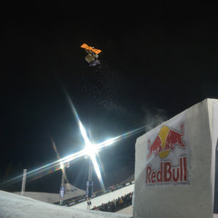 Torstein Horgmo flying through the air in Snowboard Big Air.