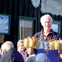 Pea soup in beer jugs at the Ettelsberghtte in Willingen