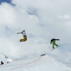 Valle Nevado snowboarders