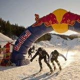 Det er påskeaften 2013, heisene i Hemsedal er stengt for dagen, og 350 deltakere med Northug i spissen kjemper om å komme først ned fra Toppen II til afterskien. - © Red Bull