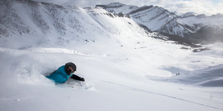 Photo Gallery: Lake Louise Powder Skiing, Pass the Snorkel  - ©Liam Doran