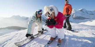 Au printemps, la Clusaz vous permet d'apprendre à skier gratuitement ! ©La Clusaz Tour