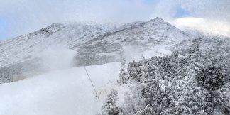 Snehové správy: Nedostatok snehu v severných Alpách vzbudzuje obavy, slovenské strediská zasnežujú
