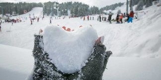 Sněhové zpravodajství: Pravá zimní atmosféra se sněžením i sluncem ©Courchevel/Facebook