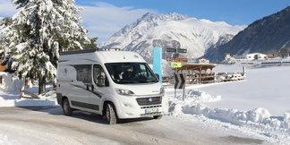 Vacances : le camping-car au pied des pistes de ski ©travel3000 - Fotolia.com