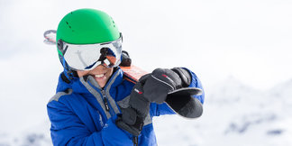 Casques de ski à visière pour petits et grands ©Bollé