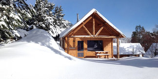Un chalet en bois pour les vacances au ski avec Huttopia ©Huttopia / R. Etienne