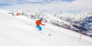 Jour de peuf et ski de randonnée à Puy Saint Vincent ©Thibaut BLAIS / OTI du Pays des Écrins