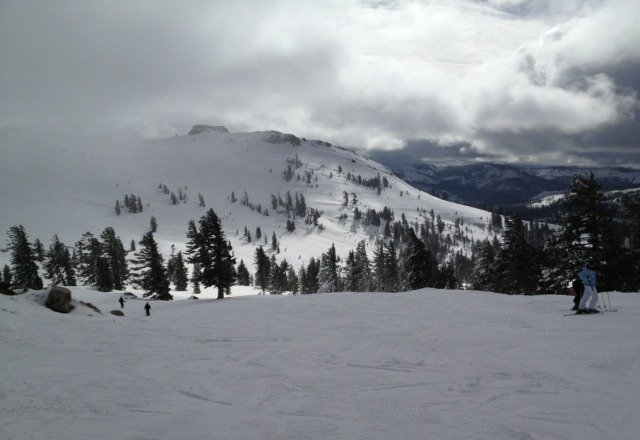 awesome morning at squaw, but to many kids around 12!