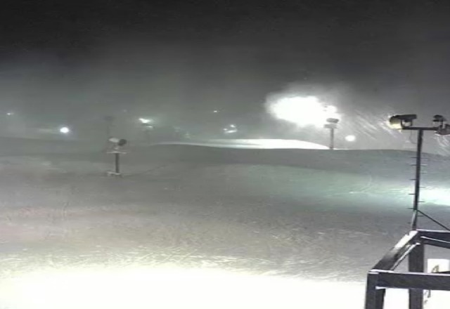 paoli is blowing snow and getting pounded with fresh!!                     the dude'