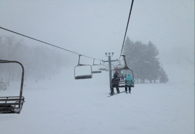 great conditions today.  lots of pow pow. snow keeps falling
