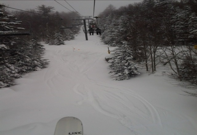 Epic East Coast conditions at the Shoe on Wednesday.  About as good as it gets in the Mid Atlantic. 12-18 inches of fresh mid density pow on Western Territory underneath the chair and in the trees, absolutely amazing. Winter 2012/2013 went out with a bang!