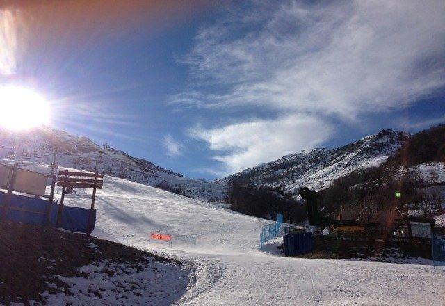 Nonostante la poca neve stanno facendo i miracoli x tenere le piste in ottimo stato...neve meravigliosa!