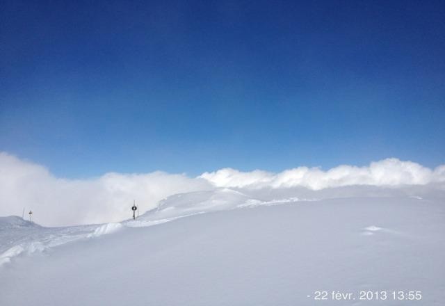 de 20 a 30 cm sur la piste du Dome et en plus la possibilit? de skier au dessus des nuages....le top !!!