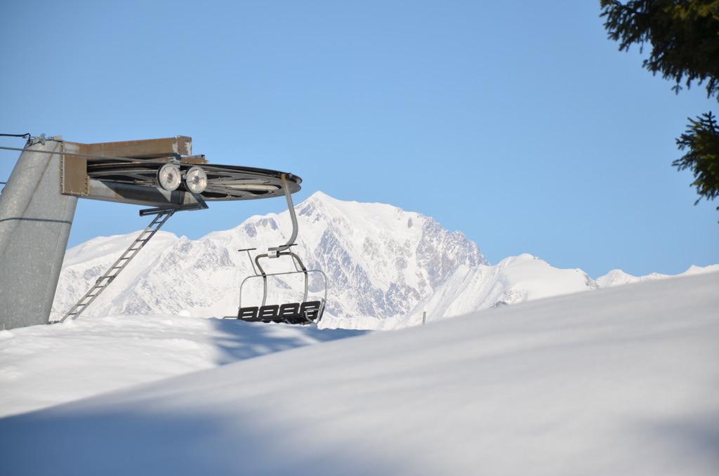 La neige n'attend que vous sur les sommets de Crest Voland - © Office de tourisme du Val d'Arly