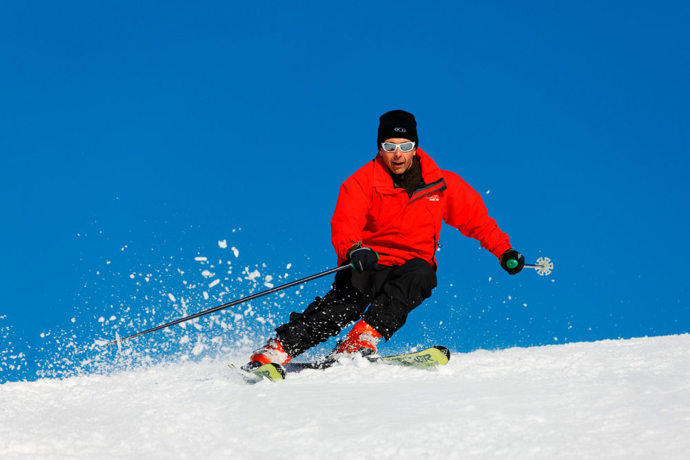 Ski alpin sur les pistes des Rousses (ici sur le domaine du Noirmont) - © Station des Rousses / S. Godin