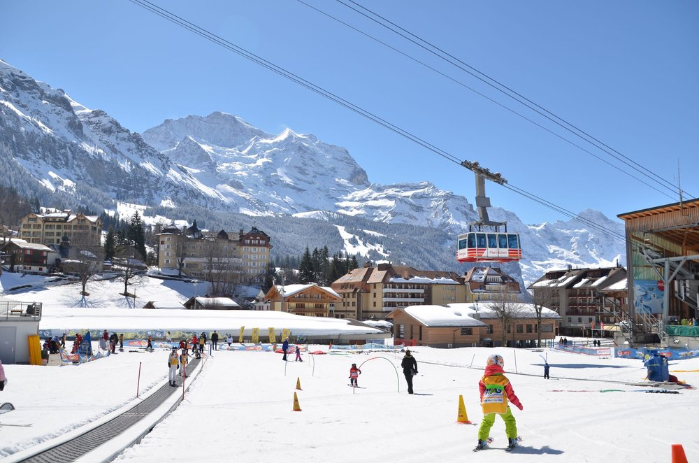 The nursery slope in Wengen and the Männlichen cable car - © Mürren Lover