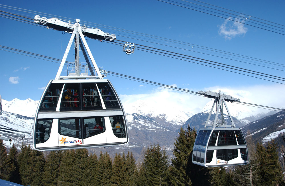 The Vanoise Express ski lift connects the resorts of Les Arcs and La Plagne - © Selalp