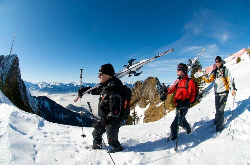Tourguide für die Freeride Tours zeigt die schönsten Offroad Pisten - © Foto Villars Touirsmus, Schweiz