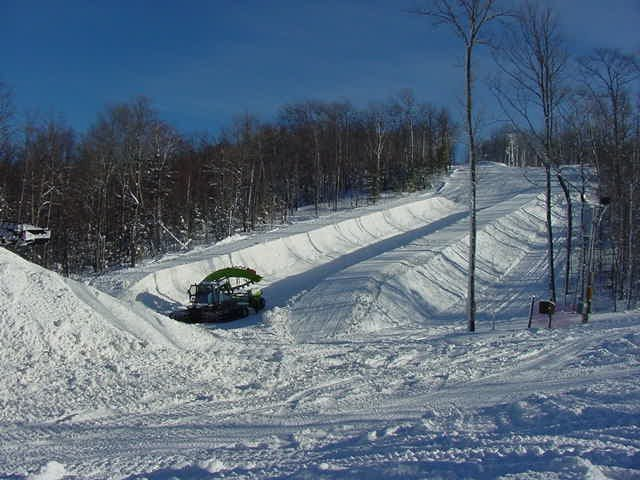 A view of a snowcat grooming the pipe at Indianhead Mountain, Michigan