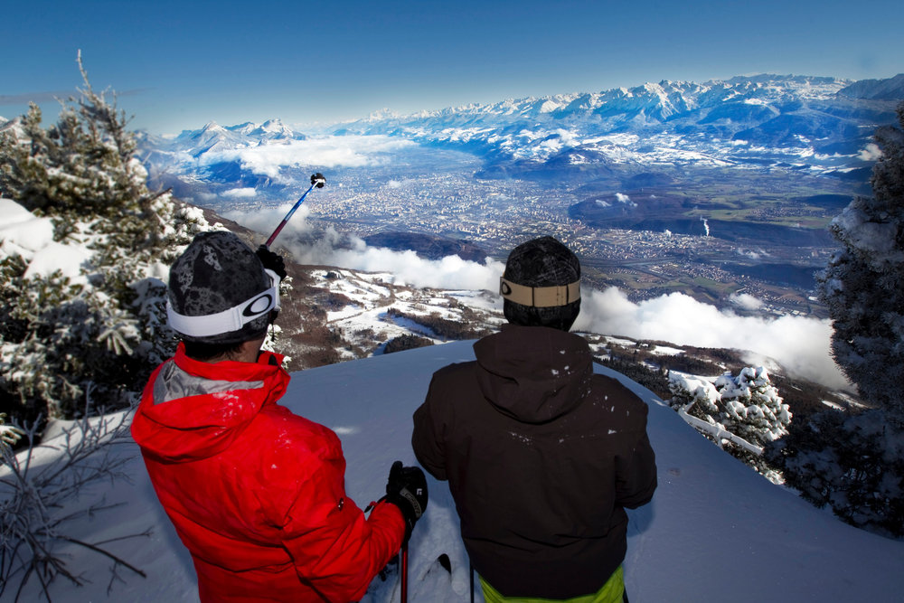 Le domaine skiable de Lans en Vercors domine la ville de Grenoble - © Montagne de Lans