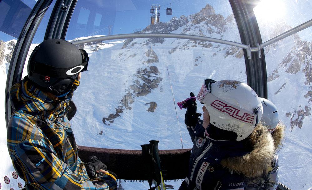 Direction les sommets du domaine skiable des 3 Vallées via les remontées mécaniques de Méribel - © OT Meribel / David André