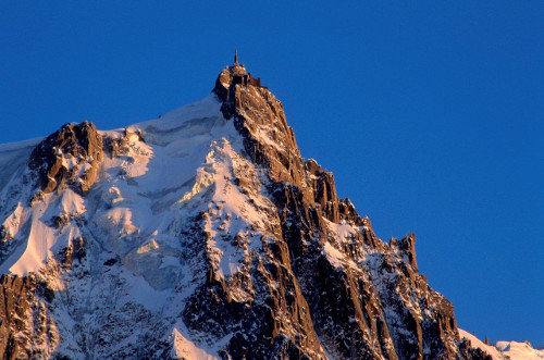 Best ski lifts: the Aiguille du Midi ski lift in Chamonix, France. - © Chamonix Tourist Office / Jean-Charles Poirot