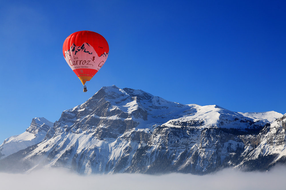 Lors de votre séjour aux Carroz, pourquoi ne pas vous essayer au vol en montgolfière ? - © OT Les Carroz