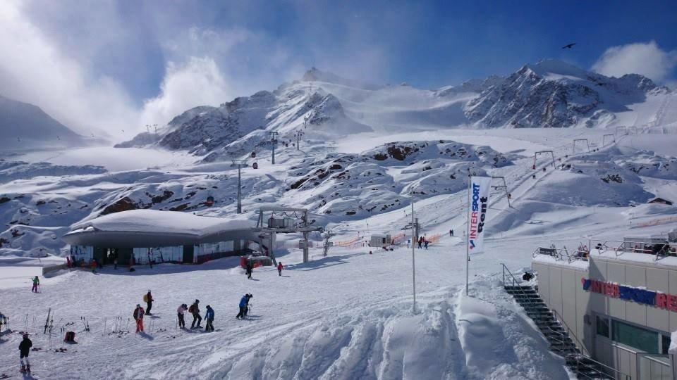 October skiing at the Pitztal glacier, Austria - ©Pitztaler glacier
