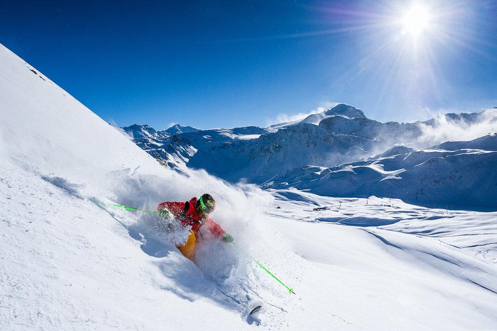 Tignes est aussi réputée pour son immense domaine de ski hors-piste (à pratiquer en respectant les consignes de sécurité élémentaires...) - © Andy Parant