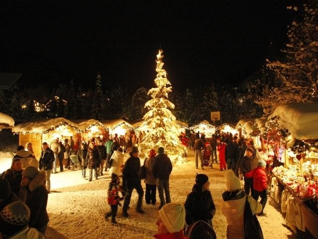 Val Gardena lit up during the end-of-year festivities - ©Val Gardena Gröden Marketing
