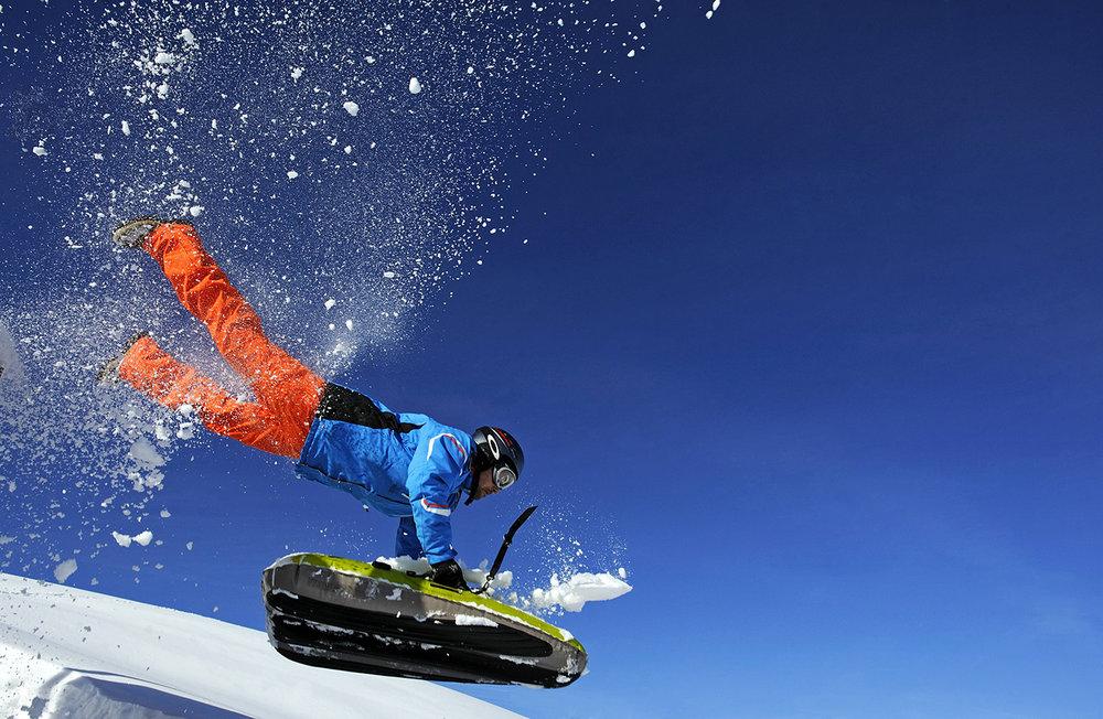 Accrochez vous, vitesse et sensations garanties pour une descente en Airboard sur les pistes de la Plagne - © P. Royer