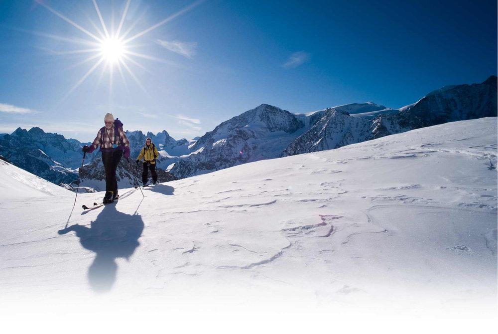 Sortie ski de randonnée sur les hauteurs d'Evolène - © Evolène Région