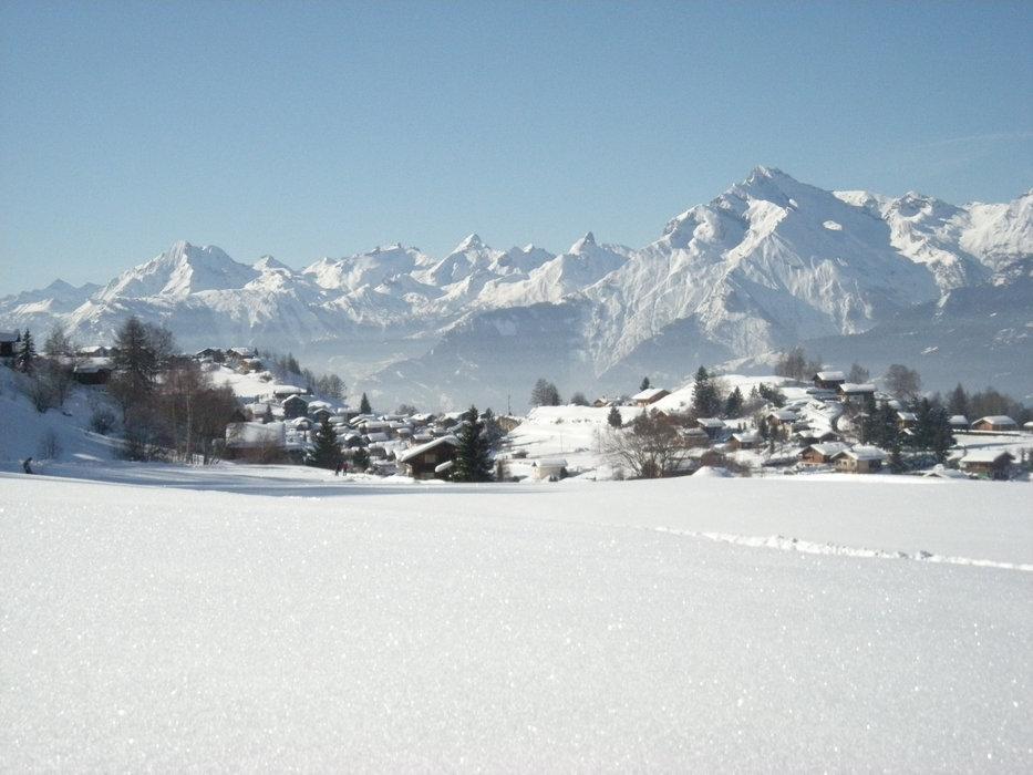 Vue sur la station village de Nax/Mont-Noble - © Mont-Noble Tourisme