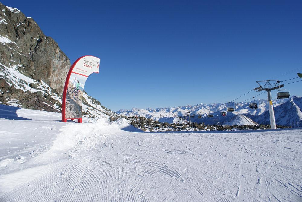 """Zwei Talabfahrten nach Samnaun bringen die Wintersportler zurück ins Tal – dort kann man zollfrei einkaufen. Deshalb haben diese beiden Strecken auch den sinnigen Namen """"Duty Free Run"""" - © Gernot Schweigkofler"""