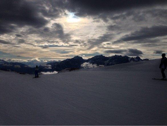 IM Skigebiet kann man noch gut fahren. Neuer Schnee ist heute Nacht gekommen. Mal sehen, wie es oben aussieht.