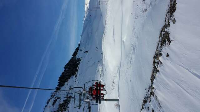 nice days ski on the 1st January. but after 13.00 there us too many people. snow is nice although a bit ucy in the morning