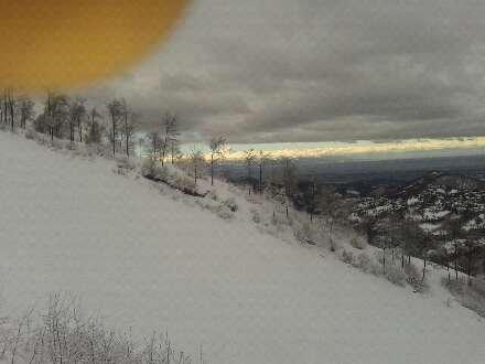 Mattino con neve fresca e foscia in cima...pomeriggio soleggiato...belle piste...bello il rifugio del mont'Alpet...auguri a tutti