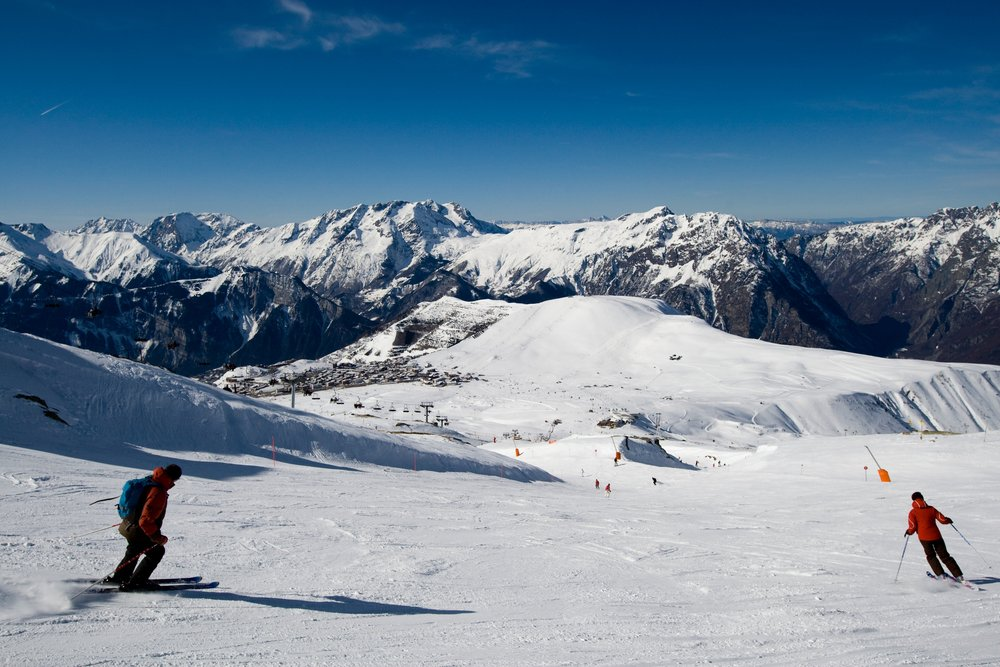 Alpe d'Huez's long cruising ski slopes - © Laurent Salino